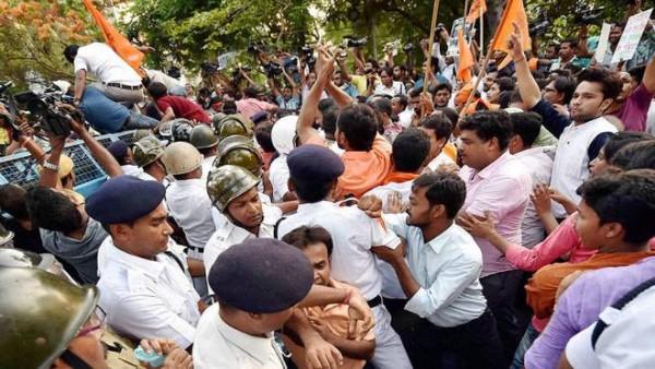 Attack on Babu Supriyo: Cops stop ABVP's rally, agitators pelt stones