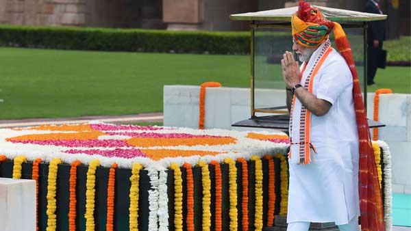 PM Modi paying tribute to Gandhiji at Rajghat
