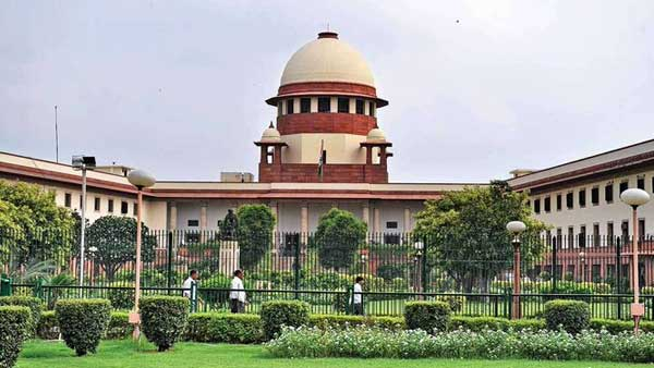 Hearing on pleas by Karnataka's disqualified MLAs commences in Supreme Court