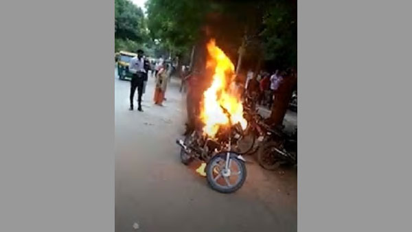 Delhi: Angry over traffic police challan, man sets bike on fire
