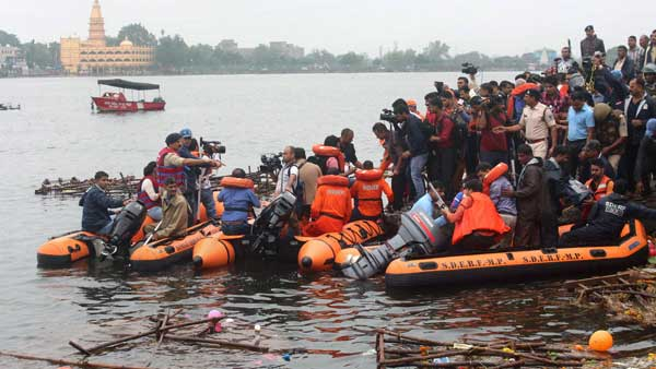State Disaster Emergency Response Force (SDERF) personnel during a search and rescue operation after a boat capsized in the Lower Lake, in Bhopal