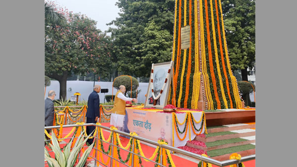 Politicos pay tribute to Sardar Vallabhbhai Patel