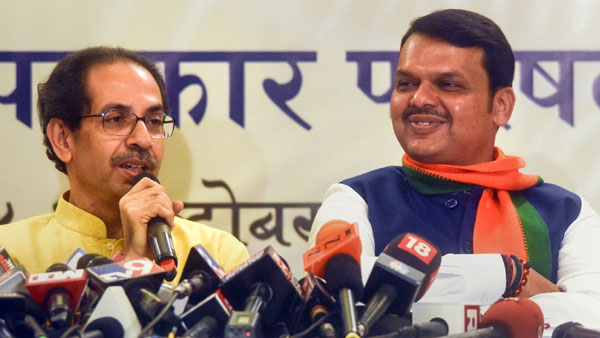 Locked in power tussle, BJP and Sena try to win over Independent MLAs