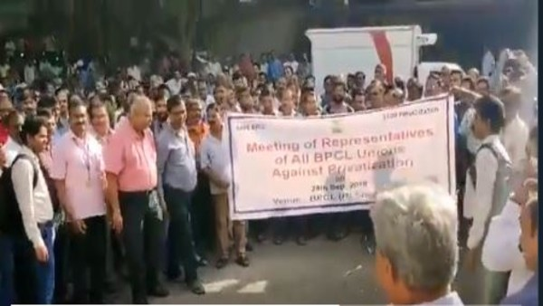 #ChowkidarChorHai: Chant BPCL workers showing protest