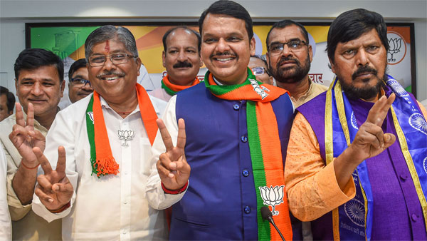 Set to become CM, Fadnavis is first non-Congress leader to win second term