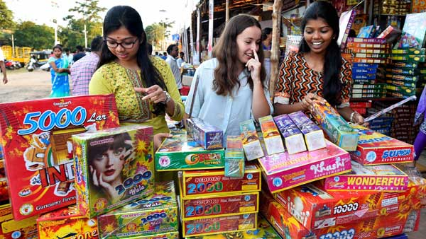 Diwali a week away, Green crackers enter Indian markets, but yet no takers?