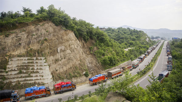 Srinagar-Leh national highway to reopen for regulated traffic from February 28