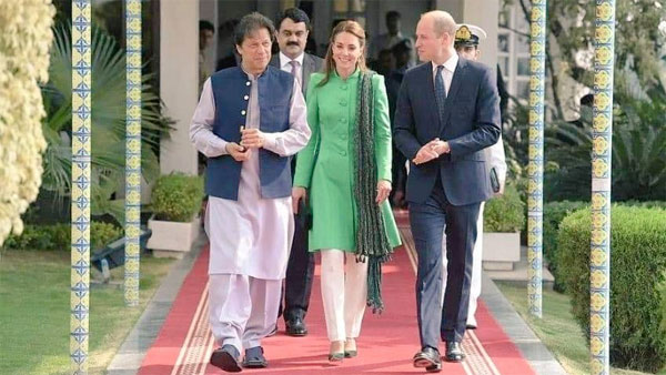 Imran Khan appraises Royal Couple about Pakistan's relations with India