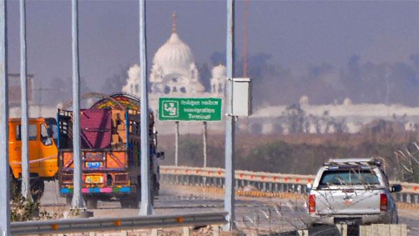 Punjab CM, union ministers, Manmohan Singh part of first jatha to Kartarpur Sahib