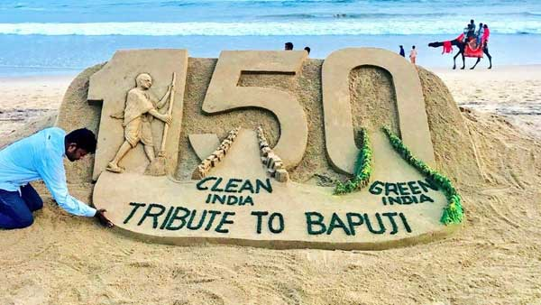 Sudarsan Pattnaik's beautiful sand art tribute to Mahathma Gandhiji