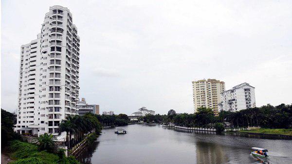 Maradu flats: Deadline for vacating flats relaxed till Friday
