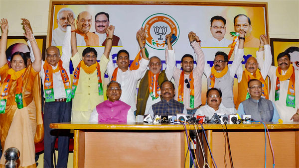 Ahead of Jharkhand assembly polls, mad rush among Cong, JMM MLAsto join BJP
