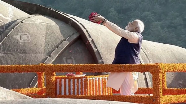 Modi pays tribute to Sardar Vallabhai Patel