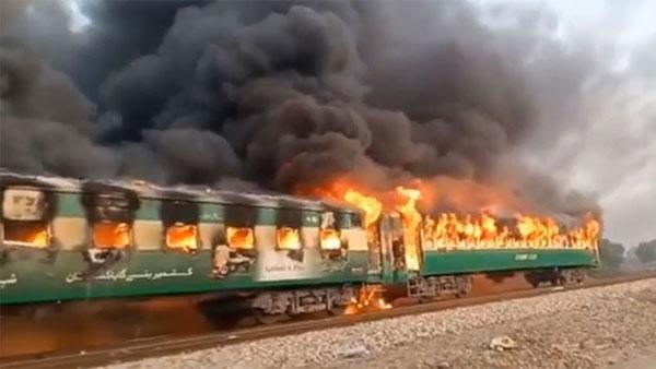 65 killed as fire engulfs Karachi-Rawalpindi Tezgam express in Pakistan's Liaqatpur