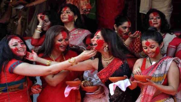 Vijaya Dashami: With 'Sindoor khela' people bid farewell to Maa Durga