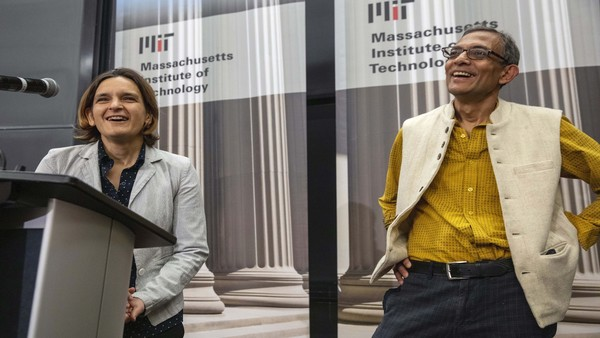 Esther Duflo and Abhijit Banerjee at a news conference at MIT