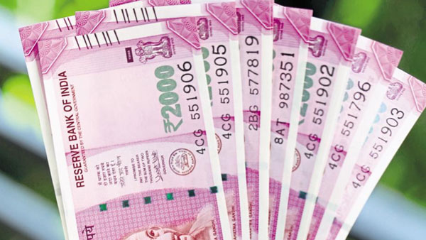 On DeMo anniversary, FinMin ex-official says Rs 2,000 notes being hoarded