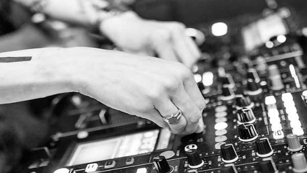 SC comes to rescue of DJ operators in UP, stays effect of blanket ban order of HC