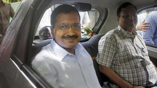 Kejriwal's carpool with AAP leaders