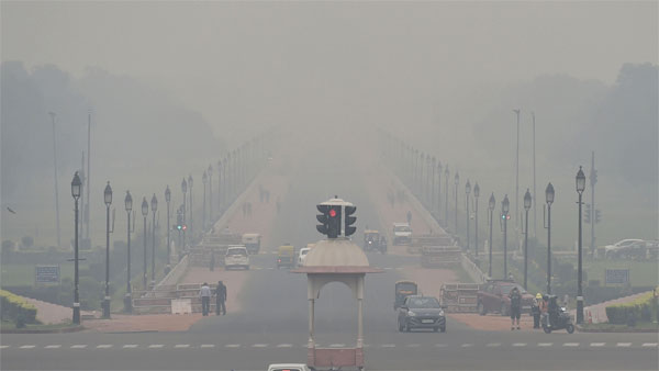 Delhi chokes again as AQI slips tovery poor; shallow fog to engulf throughout day