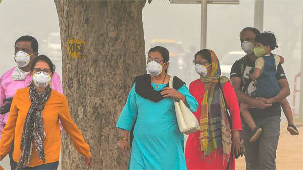 Deadly smog envelops Delhi-NCR as AQI dips to 'severe', likely to enter emergency zone today