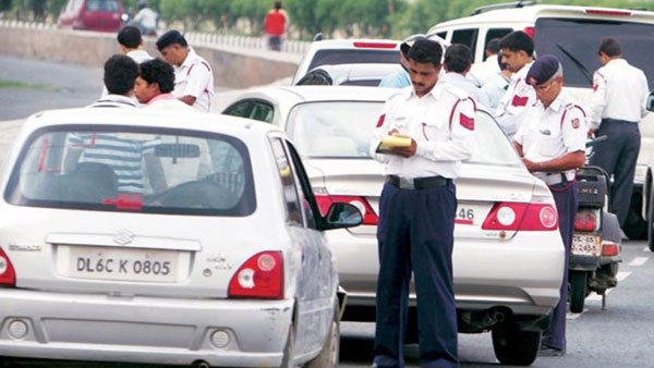 Delhi: As Odd-even rule kicks in, traffic Police fines driver for breaking rules
