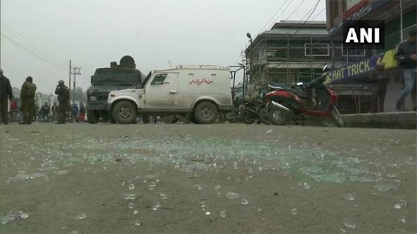 2 injured in grenade attack near Kashmir university in Srinagar