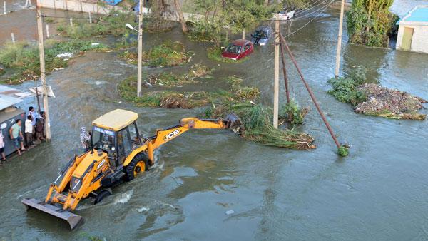 Hulimavu bund breach: 1,000 families hit, vehicles swept away