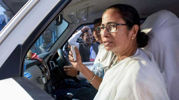 Mamata visits Murshidabad, meets the families of five labourers killed in Kashmir