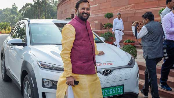 Prakash Javadekar arrives in electric car