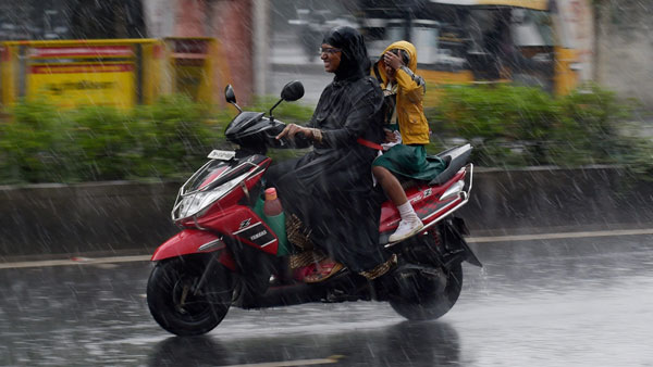 Mumbai, adjoining areas get pre-monsoon showers