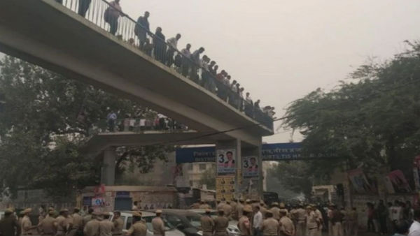 [No action against protesters, Rs 25,000 compensation to those injured Tis Hazari clash: Delhi Police]