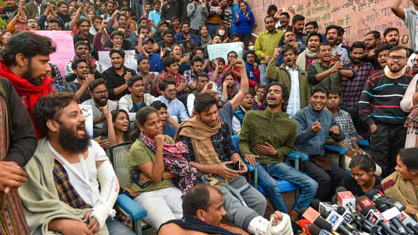 Misbehaved with women, damaged police vehicle say cops in FIR against JNU students