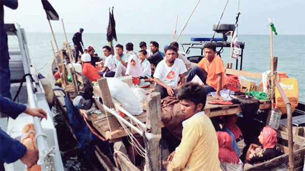 Bangladesh intercepts Malaysia-bound boat carrying 119 Rohingyas