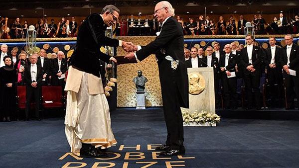 Abhijit Banerjee, wife Duflo draped in Dhoti and Sari receive medals of Nobel Prize
