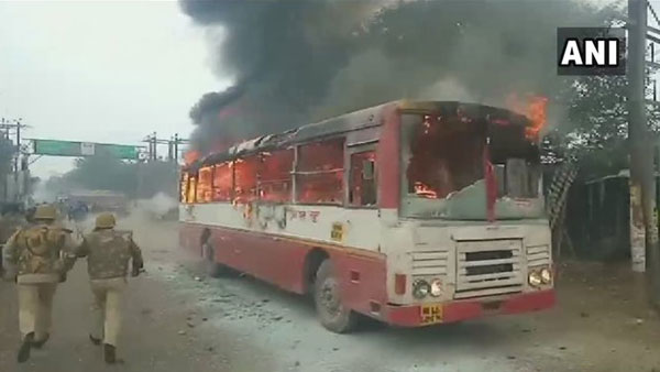 Anti-CAA stir turn violent in UP, Protesters torch govt bus on fire, another damaged in Sambhal