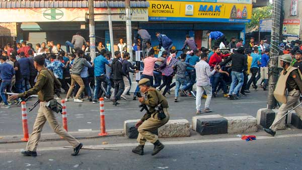 Citizenship bill protest: Cops use tear gas, lathicharge Jamia students