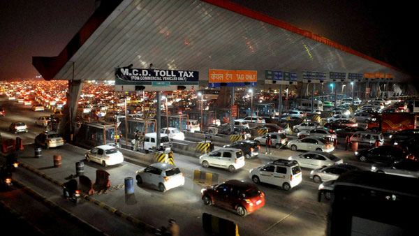FASTag: Vehicles without tag to pay double toll fee from today; 25% lanes to accept cash till Jan 15