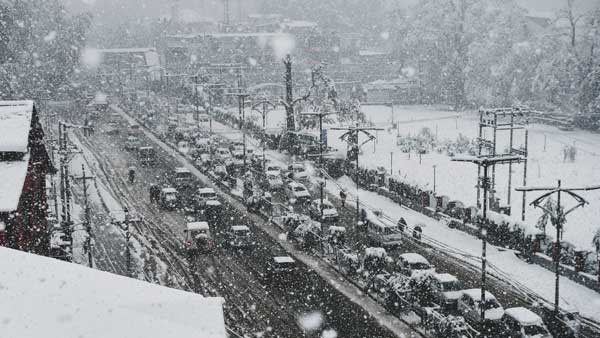 J&K national highway closed after snowfall in Ramban