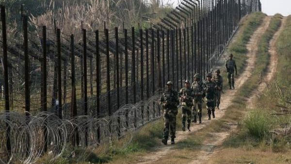 Pak army targets forward posts at J&K