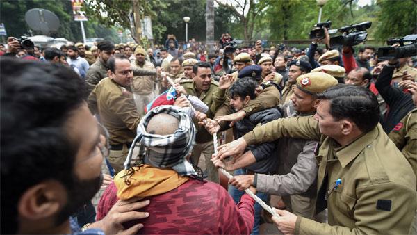Anti-CAA protests: Delhi police files 3 FIRs; 75 tear gas shells used at Jamia University