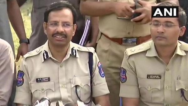 Accused snatched two 'unlocked' weapons, tried to 'escape', says Cyberabad Sajjanar on encounter