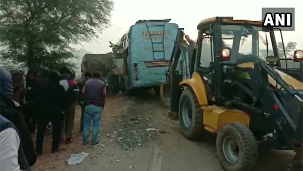 Nine killed, 10 injured as bus hits truck in MPs Rewa district