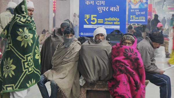 Cold wave intensifies in Delhi; Two beggars found dead along Noida roads
