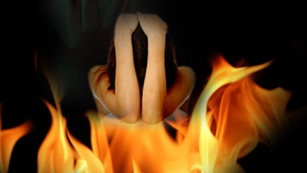 Unnao Rape victim set ablaze by 5 men in UP, condition critical with 90% burns