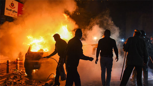CAA stir: 10 arrested over Daryaganj violence charged with rioting, 8 minors among 40 detained