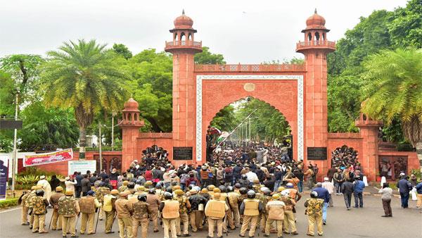 Protests at AMU following JNU violence