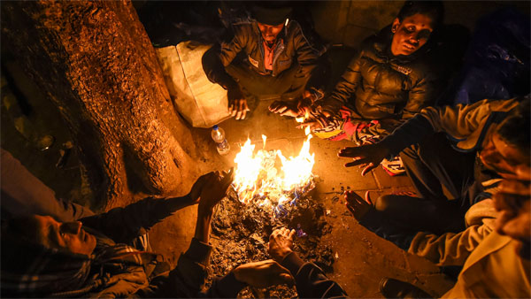 Delhi-NCR records minimum temp at 5.7 degree Celsius; 21 trains delayed