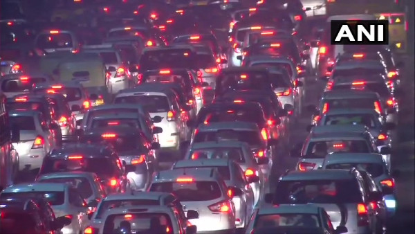 New Year celebrations throw traffic out of gear in Delhi