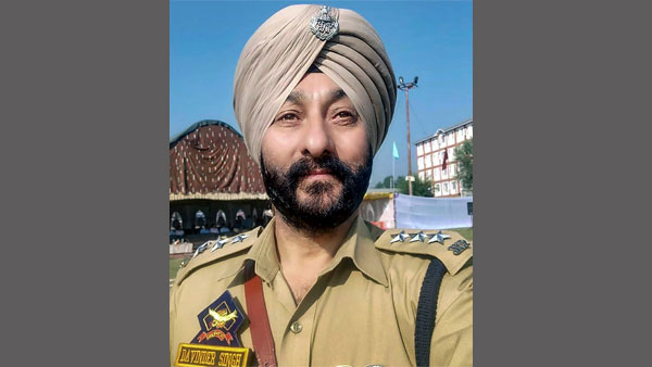 When a police party in civvies tracked and arrested J&K DSP Davinder Singh